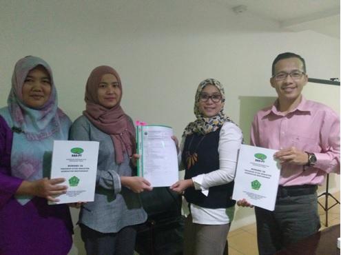 Foto bersama auditor internal bersama Wakil Dekan FKM dan Sekertaris Program Pascasarjana