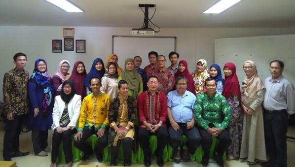 Foto bersama Nara Sumber dan peserta pelatihan akreditasi dengan metode SAPTO