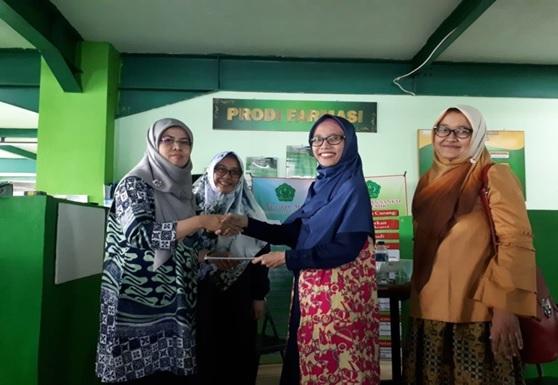 Foto bersama auditor internal bersama pimpinan prodi (Kaprodi Farmasi Unmal)